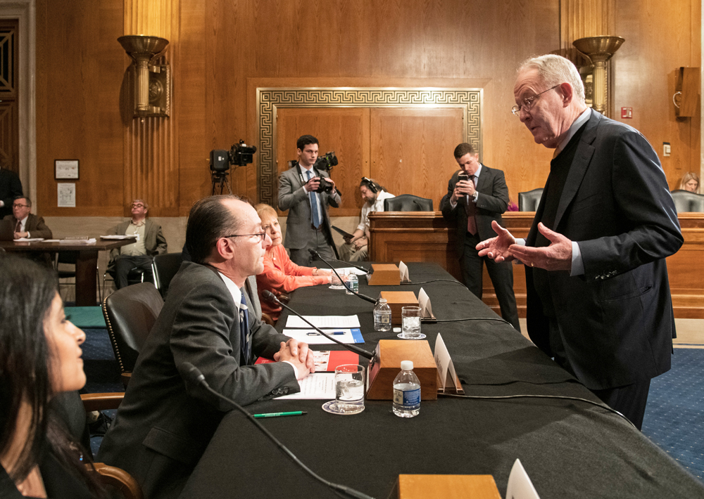 Andrew Coop, PhD, professor and associate dean for academic affairs at the University of Maryland School of Pharmacy, speaks with Sen. Lamar Alexander, R-Tenn., chairman of the U.S. Senate Committee on Health, Education, Labor, and Pensions. Courtesy of Senate Photographic Services