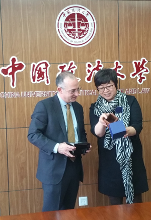School of Law Dean Donald Tobin exchanges gifts with Professor Xu Lan, director of the Office of International Cooperation and Exchange at China University of Political Science and Law.